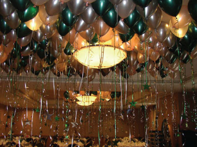 Balloon_decor_ceilingballoons